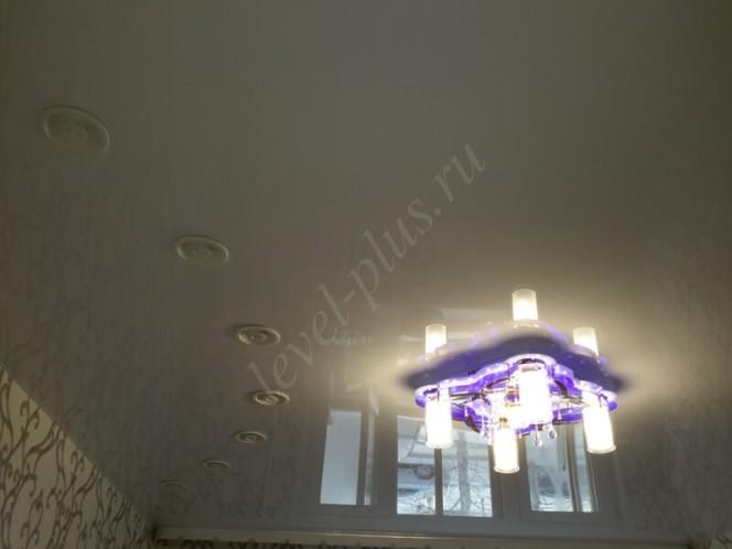 Глянцевые потолки зал