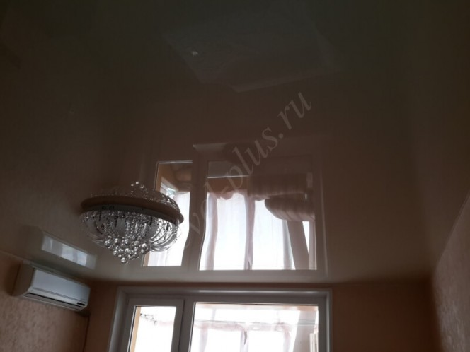 Глянцевые натяжные потолки гостиная