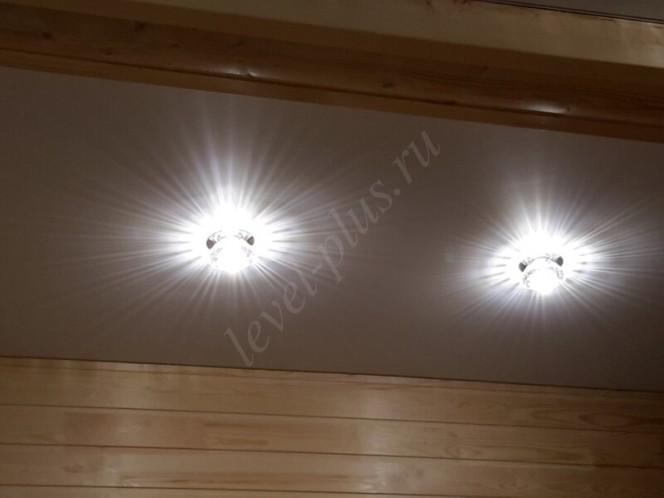 Матовые натяжные потолки точечный светильник