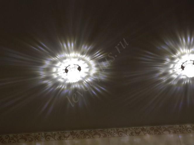 Матовые натяжные потолки лучики света
