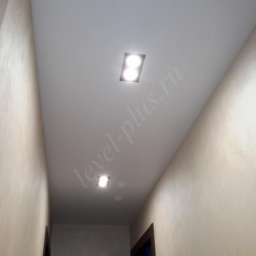 Сатиновые натяжные потолки белые