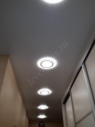 Сатиновые натяжные потолки коридор светильники